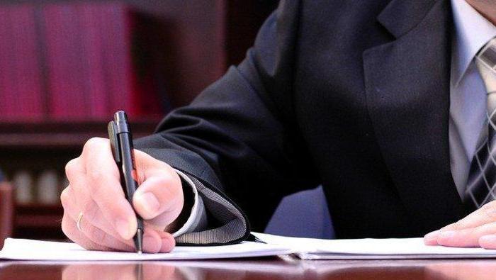 Адвокат готовит документы